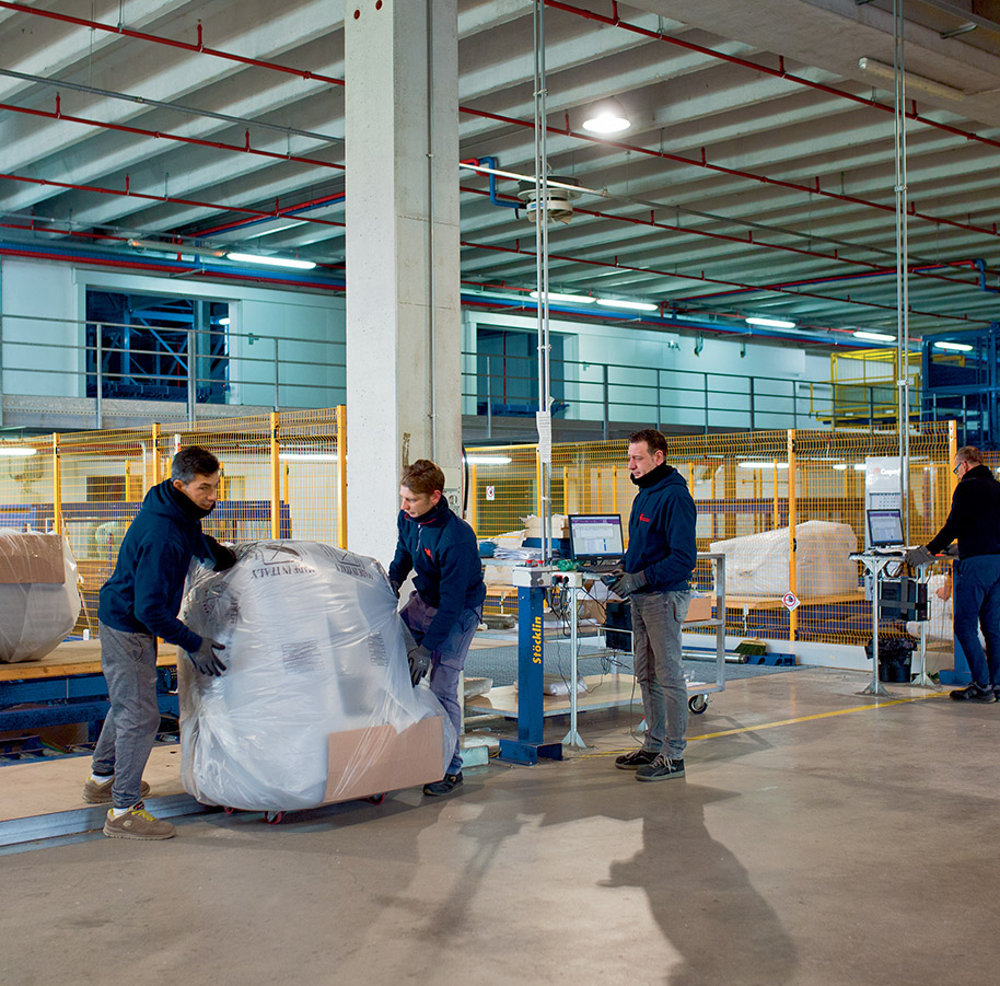 Calia Italia - The making of a Calia Italia sofa - 8 - Shipping.
